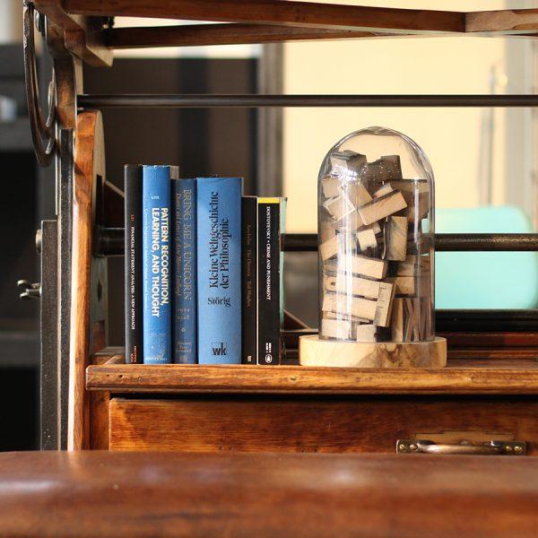 本で囲われた空間