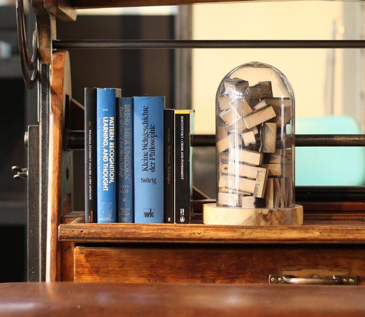本に囲われた空間