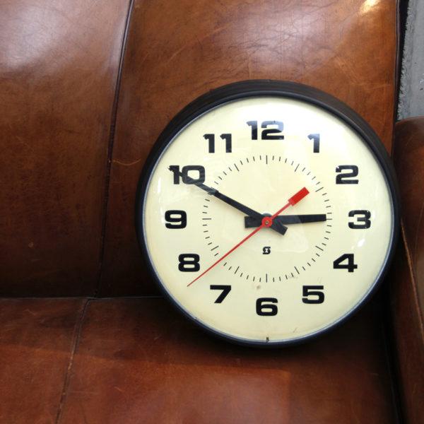 意外な魅力<br>学校の壁掛け時計