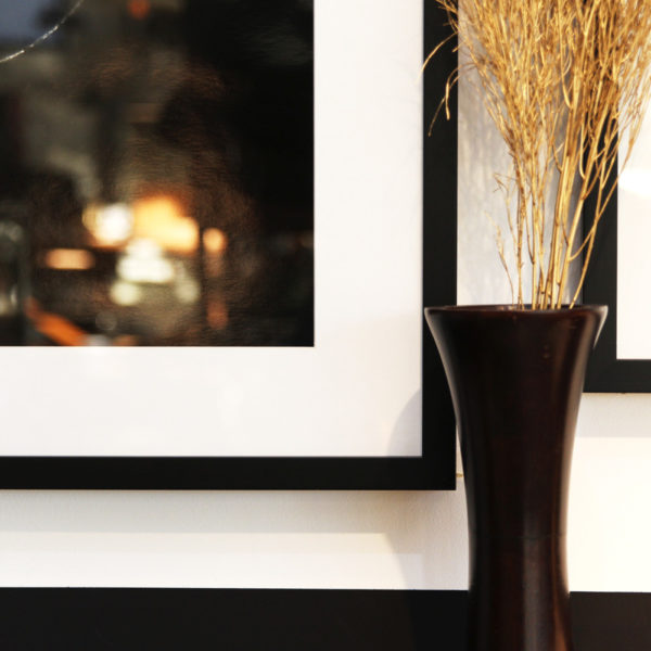シンプルなアンティーク花器<br>マンゴーウッドベース