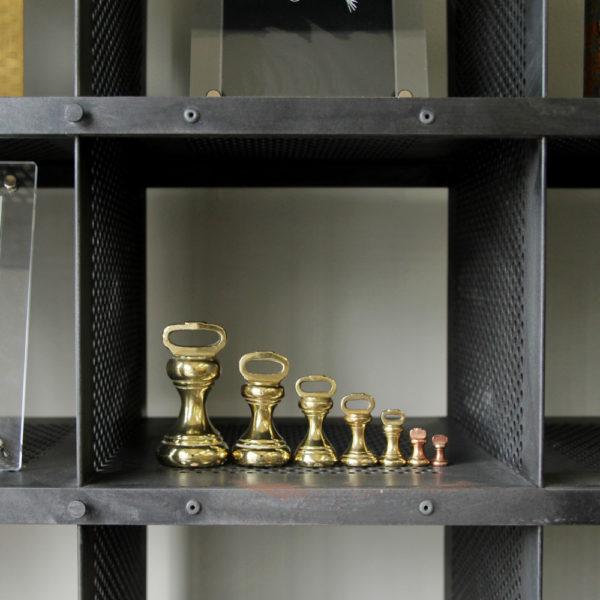 存在感のあるゴールド<br>真鍮ウェイトとキッチンスケール
